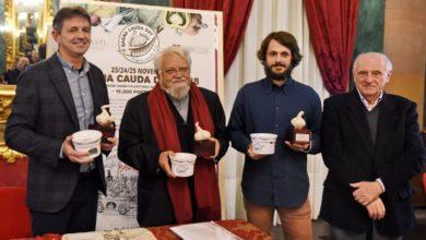 Photo of Il premio Testa d'Aj (Testa d'aglio) ad Enzo Bianchi
