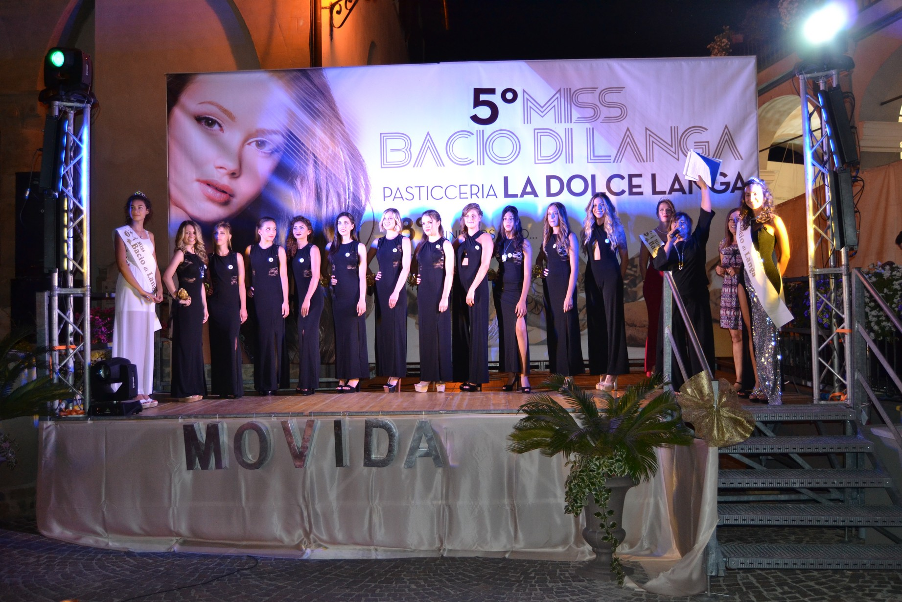 Ragazze sul palco di Miss Bacio di Langa 2017
