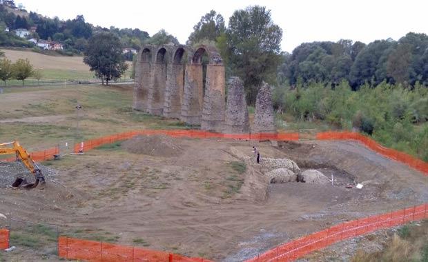 lavori di restauro agli Archi Romani