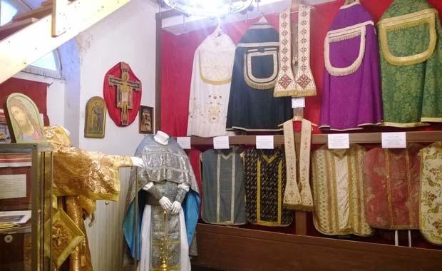 Photo of Parati e ceramiche all'abbazia di Ferrania