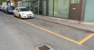parcheggi a strisce gialle