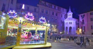 piazza della Bollente con la giostra per bambini