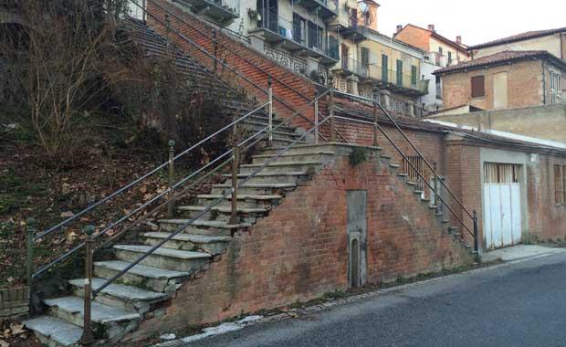Castiglione Tinella, scalinata