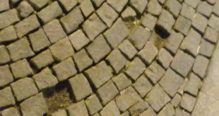 porfido con pietre mancanti