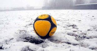 calcio, campo innevato