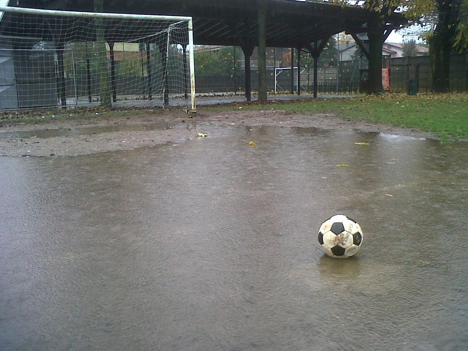 Pallone nell'acqua stadio