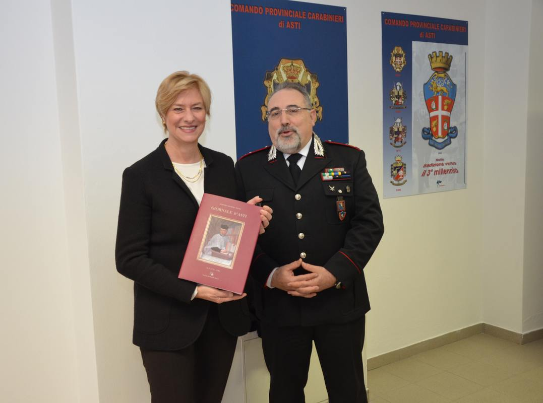 l'on. Roberta Pinotti e il Ten. Col. Bernardino Vagnoni