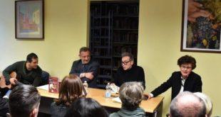 """Beppe Gandolfo ha presentato il libro """"Meroni l'artista campione"""""""