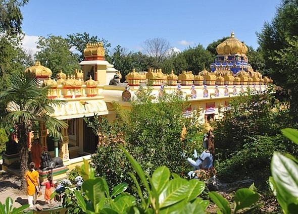 Tour al monastero induista e al museo del vetro di Altare