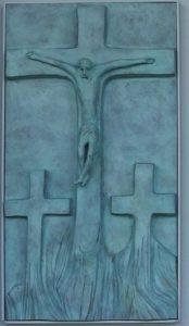particolare della porta chiesa Cristo Redentore