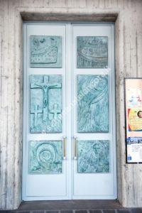 porta chiesa Cristo Redentore