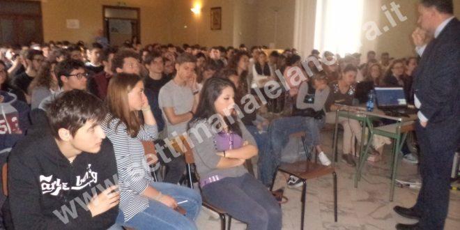 """""""Libera"""" e Fornaro raccontano agli studenti le storie di Moro e Impastato ad Ovada"""