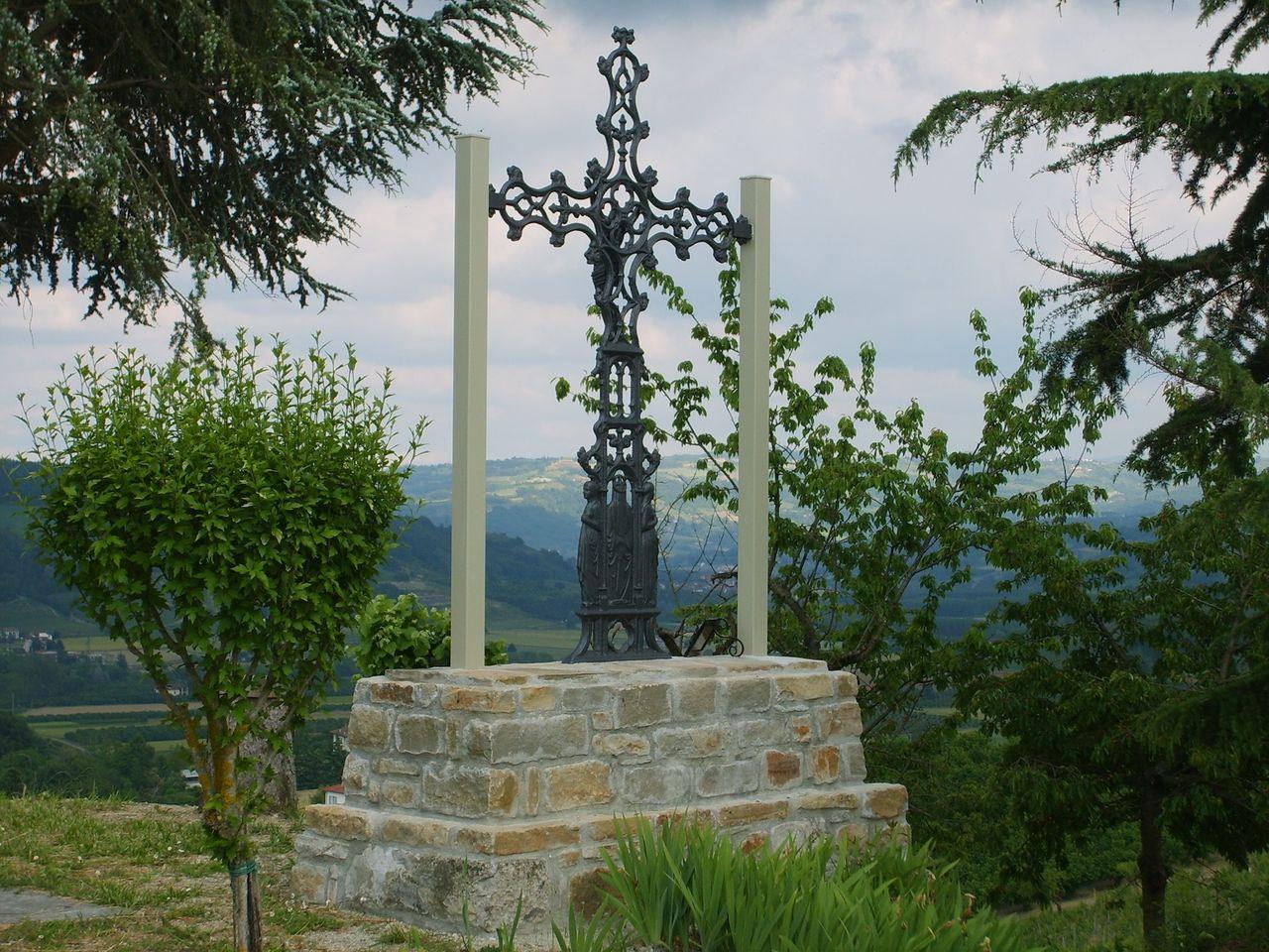 Al Bricco della Croce di Bubbio, momento di preghiera