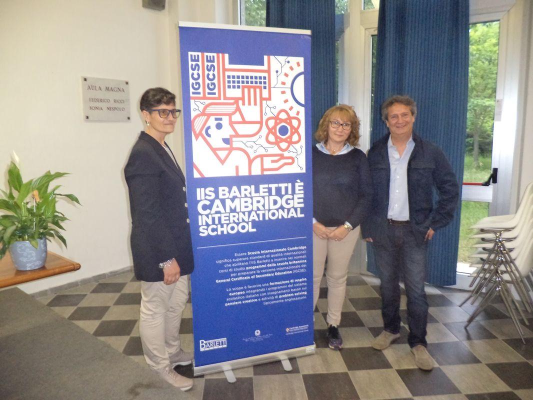 da sinistra le prof.sse Secondino e Carosio ed il preside Arlotta