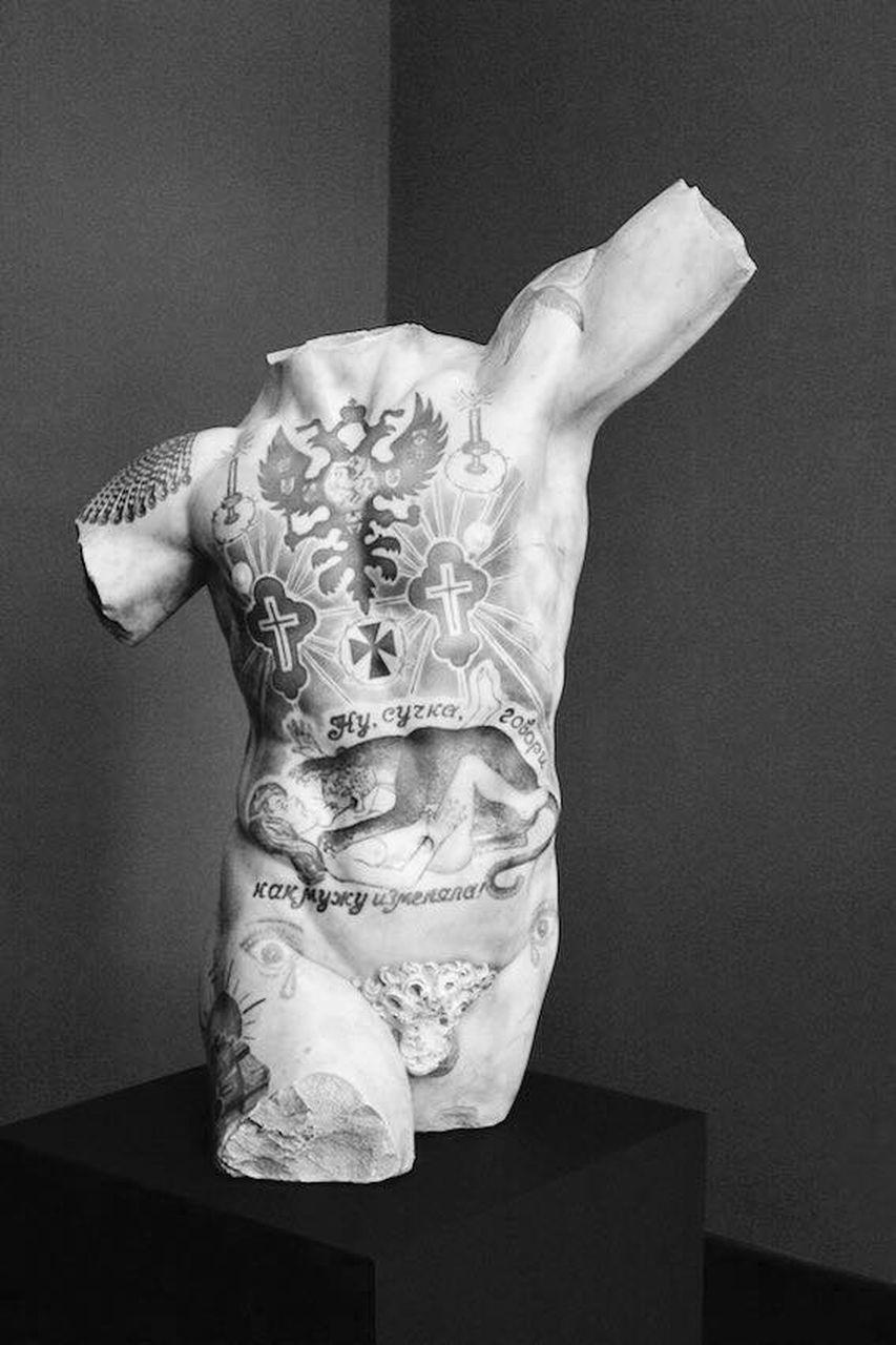 Opera marmorea di Fabio Viale