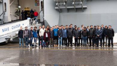 Marinai e alunni Montalcini