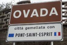 Agli ingressi della città la cartellonistica del gemellaggio tra Ovada e Pont St. Esprit