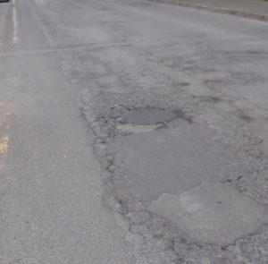 asfalto danneggiato