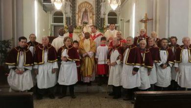 Vescovo Harolimana con la confraternita Cassinelle