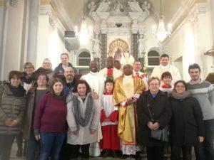 Vescovo Harolimana con il coro di Cassinelle e Morbello