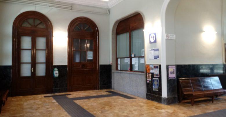 Biglietteria ferroviaria, più chiusura che apertura mentre continua la raccolta firme
