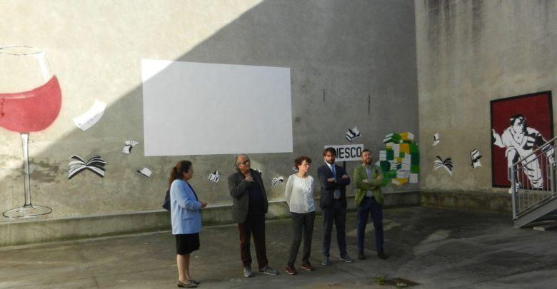 """Inaugurato murale nel cortile della Biblioteca civica """"U. Eco"""""""