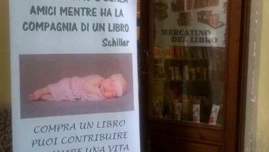 Photo of Libri del Movimento per la vita sotto la Torre civica
