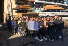 Photo of Rossiglione: la scuola media visita una falegnameria