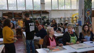 Photo of Corso Auser all'Istituto Parodi con alunni che hanno insegnato agli adulti