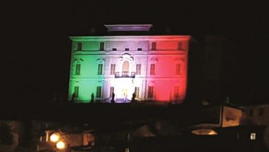 Photo of Canelli, il castello Gancia illuminato dal tricolore