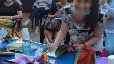 """Photo of La cairese Paola Carenti ha presentato il libro """"Scilly"""""""